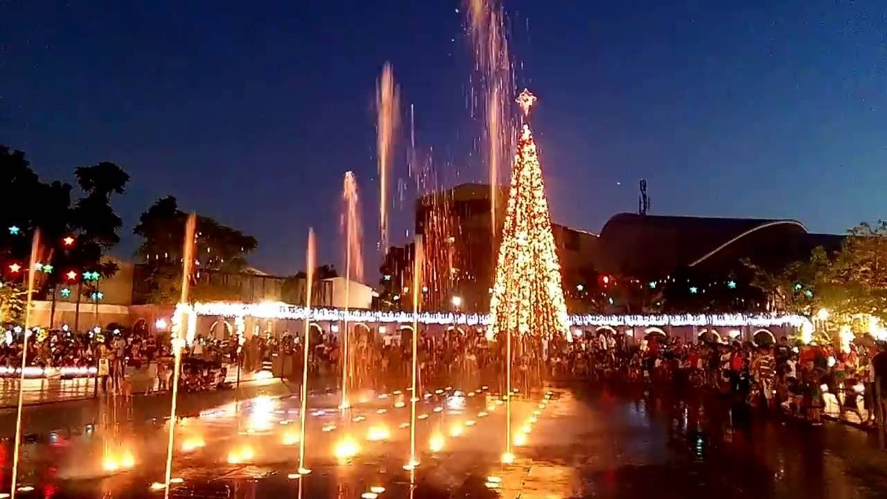 Dancing Lights At Valenzuela Town Center.