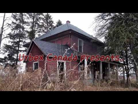 Urbex Canada. Farm House and Barns.