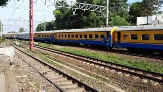 Kereta api lokal Salah Jalur Masuk