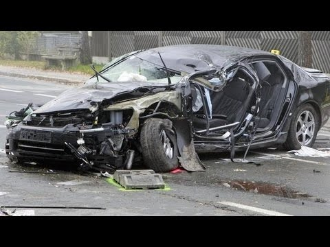 NEW 2013 RARE FOOTAGE - BAD Car Crashes Caught on Camera .. OUCH