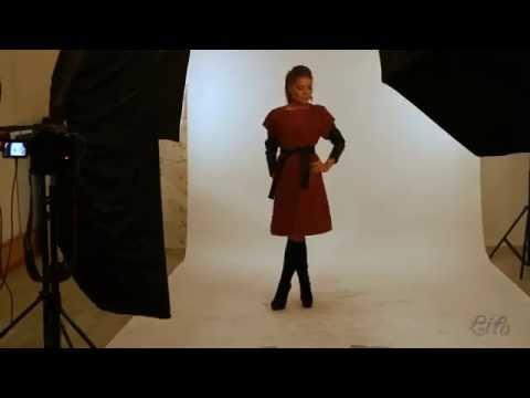 Бордовое женское пальто до колен с рукавами из кожзама