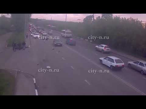 Жуткие кадры: в Новокузнецке с дороги снесли мотоциклиста