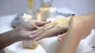 NAIL ART DELUXE MANICURE