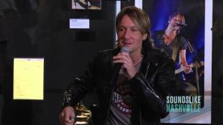 Keith Urban Tours Country Music Hall of Fame Exhibit,