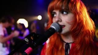 Смотреть клип Skating Polly - Camelot