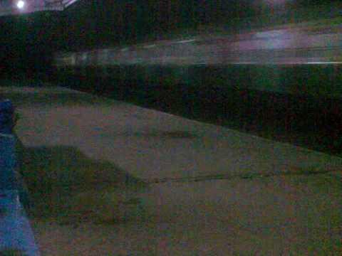 Main Line Burdwan- Howrah Local doing great speed.3gp
