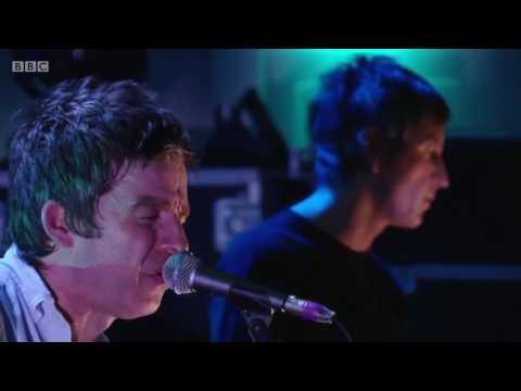 Noel Gallagher's High Flying Birds Ft. Gem Archer - Slide Away Live @ BBC Studio 2