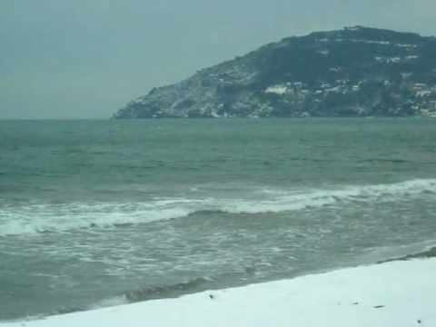 Neve sul mare a Marina di Carrara