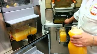 Zummo Z40 / C840C Automatic Citrus Juicer Vs Zumex Speed Tank Podium.