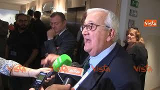 """Lo show di Borghezio contro la Commissione Europea: """"Si deve solo vergognare"""""""