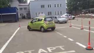 Как выполнить упражнение параллельная парковка ученица Дарья !