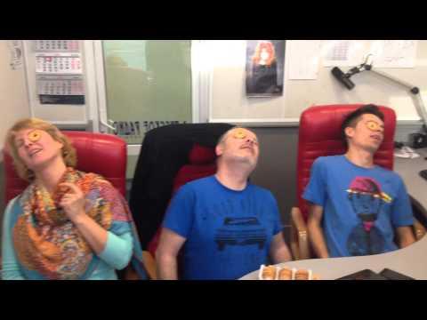 Ведущие Русского Радио Украина съели по печеньке - Cookie Face Challenge