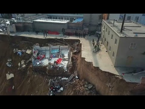 شاهد.. انزلاق أرضي في الصين يتسبب بدمار مبنى ومقتل 15 شخصا…  - نشر قبل 2 ساعة