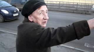 В Брянске пенсионеры лезут под машины