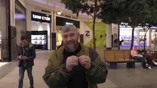 Смотреть видео УРАЛЬСКИЕ КАЗАКИ В МОСКВЕ, В ТОРГОВОМ ЦЕНТРЕ   эпизод из фильма онлайн