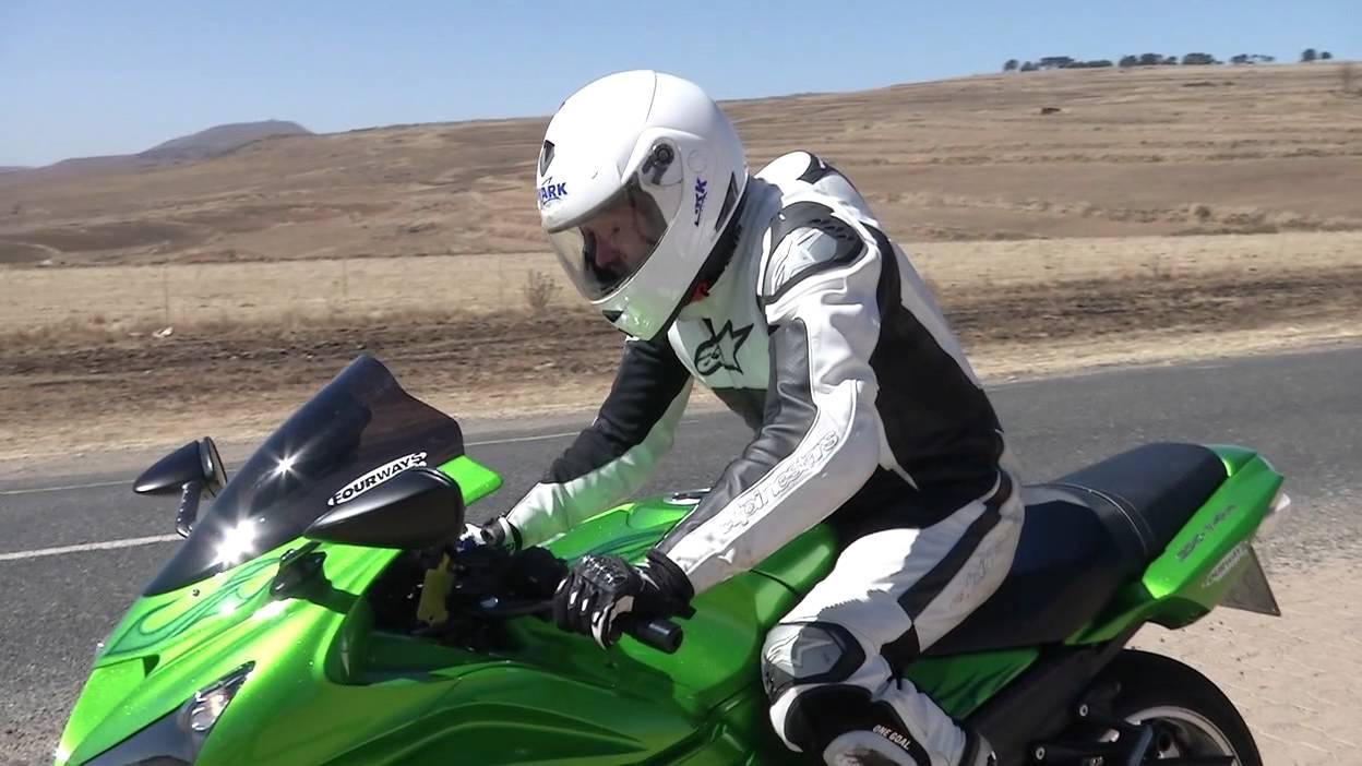 Kawasaki ZX14R Test - YouTube