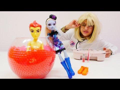 Eglenceli Doktor Oyunlari Dr Asya Heathi Iyilestiriyor Monsterhigh Oyuncak Bebek Oyunlar