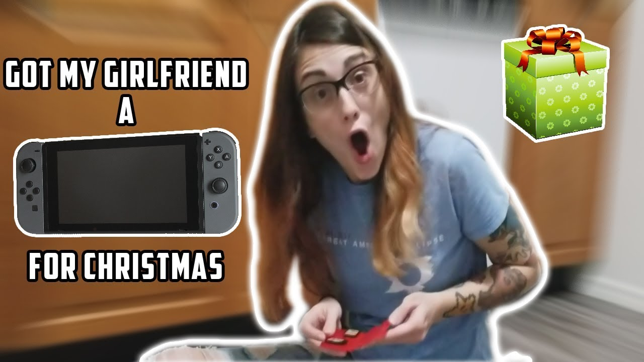GOT MY GIRLFRIEND A NINTENDO SWITCH FOR CHRISTMAS (SHE CRIED)
