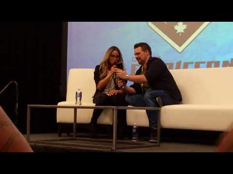 Trish Stratus calls Bayley at Ottawa Comiccon Panel!!!