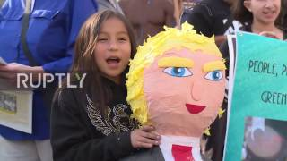 USA: 'Hands off Syria' - Protesters march in LA to denounce US airstrike on Homs base