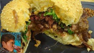 フランス・パリのデパ地下の食事【ギャラリー・ラファイエット】ビーフタルタル(生肉)とハンバーガー
