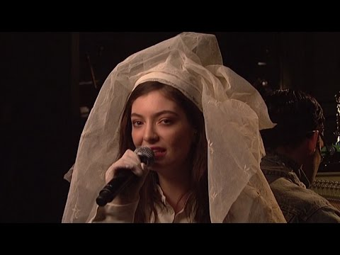 """Lorde Gives FLAWLESS SNL Performances of """"Green Light"""" & """"Liability"""""""