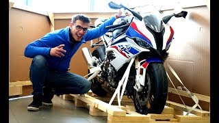 2019 BMW S1000RR - Unboxing & Start-Up | 207 HP RRocket Sound!