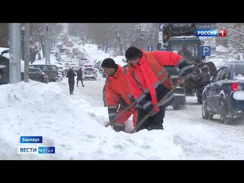 Барнаул засыпало снегом