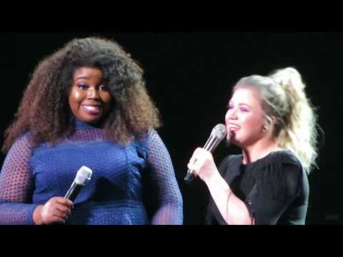 """Kelly Clarkson - """"A Minute And A Glass Of Wine"""" And """"You Say"""" - Mohegan Sun - March 14, 2019"""