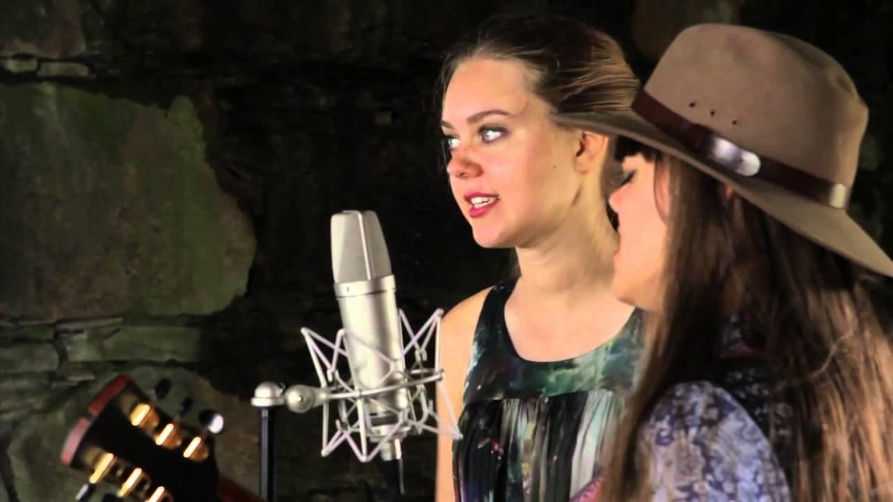 10 Amazing Girl Duets - Paste