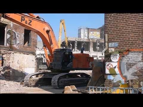 Excavator Hitachi 870 takes the view