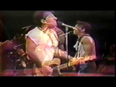 Bruce Springsteen - Cover Me [live]
