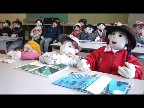 afpde: Das Dorf der Puppen in Japans Bergen