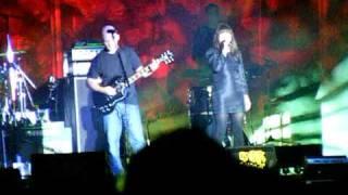 Kelli Scarr  & Moby - Wait For Me - Live 2009 - Carhaix Vieilles Charrues