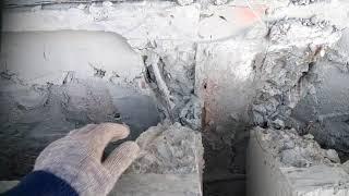 Фото Дом из арболита. Обрезаю плиты перекрытия ПКЖ  болгаркой.