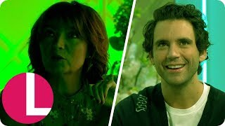 Baixar Pop Star Mika Gets a Spooky Surprise While Talking About David Bowie | Lorraine