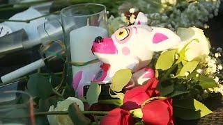 Санта-Фе скорбит по жертвами стрельбы в школе