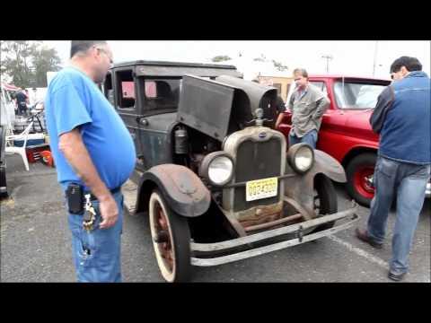 Englishtown Swap Meet  -  1926 Oakland Auto Fired Up.