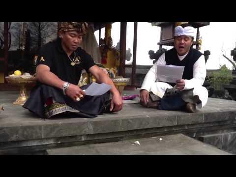 Ciaaattt...Belajar kidung warga sari, ida ratu saking luhur di Pura Belgia