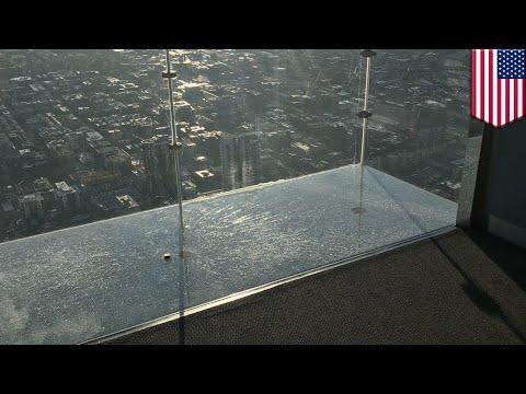 Tepian kaca SkyDeck setinggi 103 lantai, hancur - TomoNews