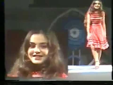 تسجيل قديم جدا للفنانه شيريهان وهي صغيره ترقص على عزف عمر خورشيد
