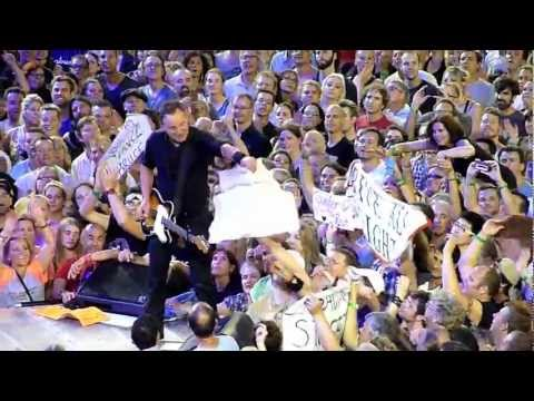 Bruce Springsteen Dancing with 16yo Girl on Her Birthday in Melbourne