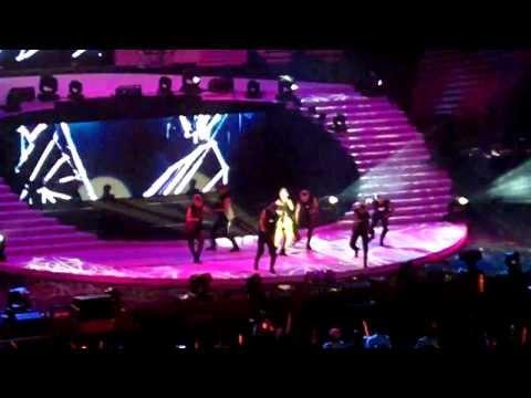 [HD] Sexy Rainie Yang Dances! - Ren Yi Men, Lang Lai Liao, TICK TOCK