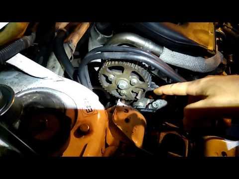 Citroen berlingo dw8 замена переднего сальника коленвала. Стопорные точки при замене грм.