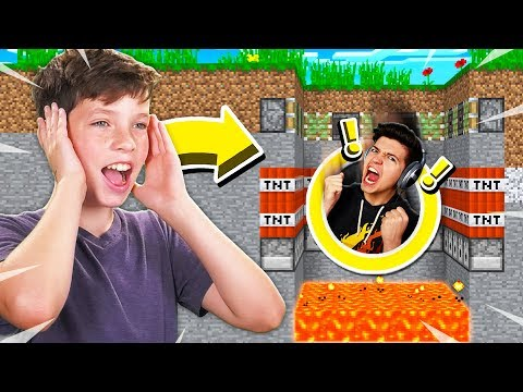 LITTLE BROTHER TROLLS ME IN MINECRAFT DEATH RUN! (MCPE)