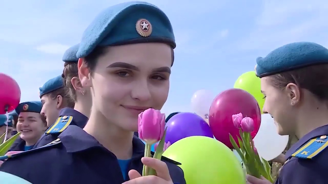 Поздравление 8 марта военнослужащих женщин