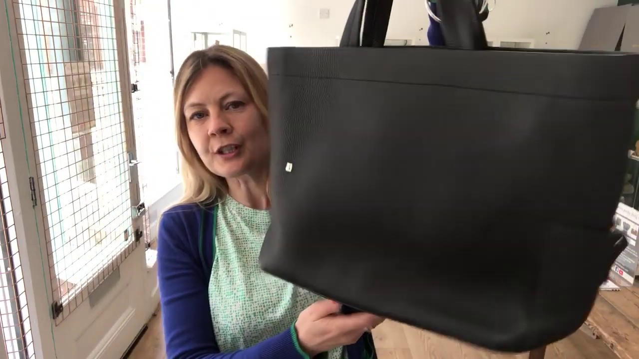 dividir virtual depositar  Bally Black Tote Review - YouTube