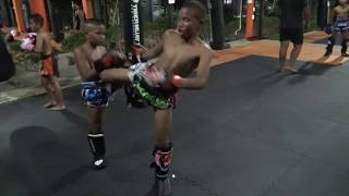 Muay Thai brothers sparring: Saileuat vs Yodmanut