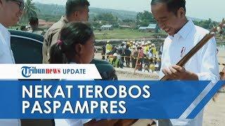Cerita Siswi di Samosir yang Beri Gitar ke Jokowi, Terobos Paspampres hingga Ayahnya Pengrajin Kayu