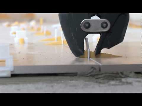 Posa piastrelle con distanziatori autolivellanti video - Rasare su piastrelle ...